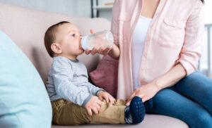 5 Essential Tips for Formula Feeding on the Go