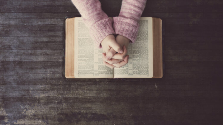 6 Verses to Pray During Pregnancy to Fight Anxiety