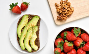 17 Healthy Breastfeeding Snacks (Quick & Easy!)